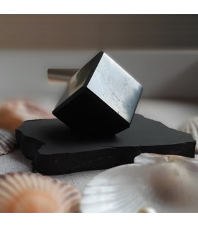Cube avec support en Shungite